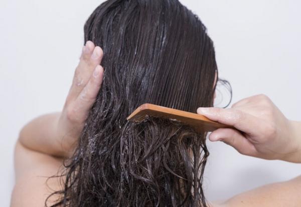 duşta banyoda saç bakımı yapmak önerileri saç maskesi şampuanlama nasıl olmalı