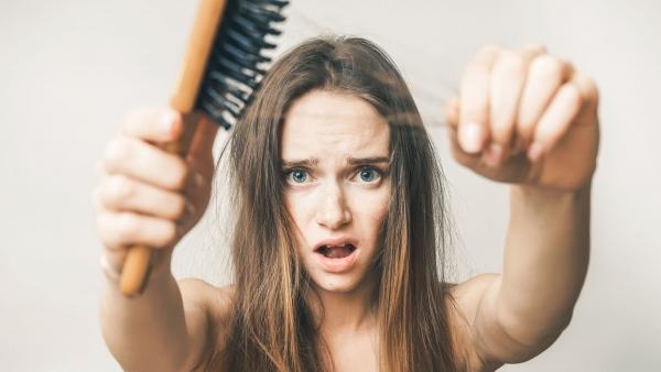 saç-dökülmesi-nedenleri-ve-cozumleri