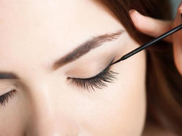 Göz Şeklinize Göre Eyeliner Makyajı