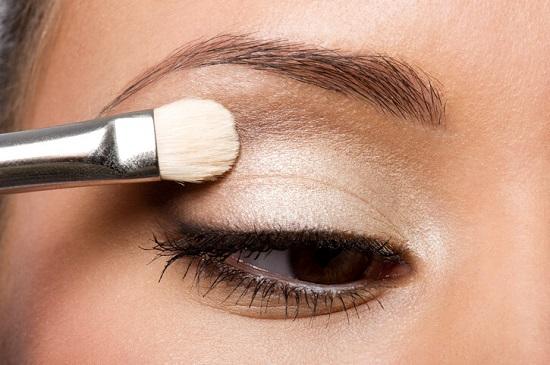 Basit Göz Makyajı Nasıl Yapılır? - Göz Farı Uygulaması