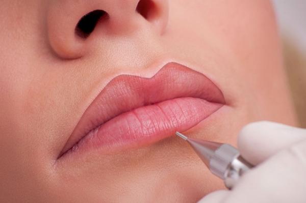 Kalıcı dudak kontürü