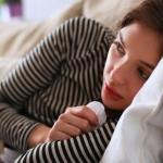 Boğaz ağrısı neden olur ve belirtileri nelerdir? Boğaz enfeksiyonlarına iyi gelen besinler...